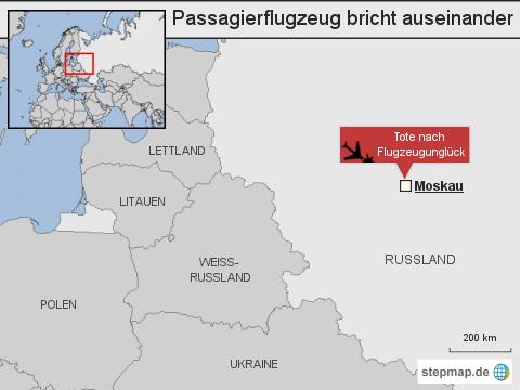 Passagierflugzeug bricht auseinander