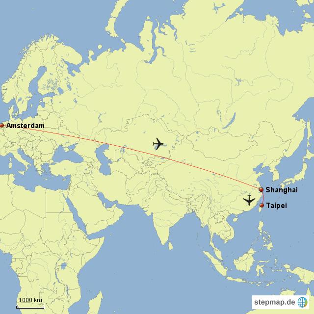 Flug von Amsterdam über Shanghai nach Taipei. Mit einem kurzen Aufenthalt in Shanghai sind wir 16 Stunden unterwegs. Zurück dauert es wegen des längeren Aufenthalts in Amsterdam insgesamt 22 Stunden bis wir in Berlin sind.